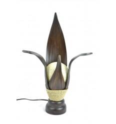 Lampada africano foglie di cocco. Etnica decorazione esotica.