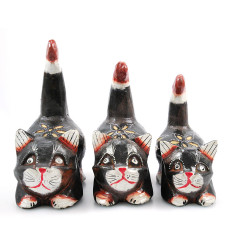 3 statuettes of cats wood style naive, deco kids bedroom.