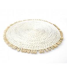Set de table rond en abaca et coquillages, déco de table ethnique chic.