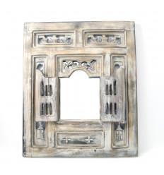Miroir oriental bois avec fenêtre et volets, moucharabieh ethnique.