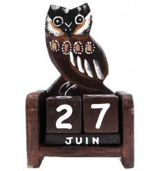 Calendrier perpétuel chouette hibou en bois sculpté artisanalement.