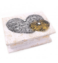 Box ethnic wooden heart motif decorated by hand, buying cheap.
